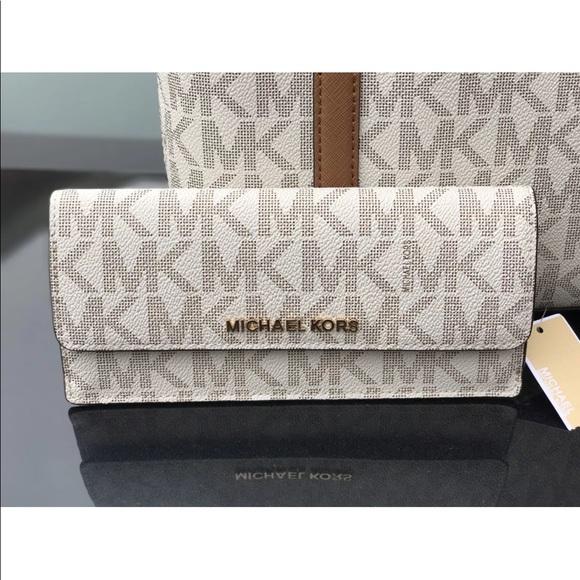 65421e7c6d05 Michael Kors Bags | Jet Set Travel Flat Wallet Vanilla | Poshmark